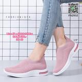 รองเท้าผ้าใบแบบสวม วัสดุผ้าทอคุณภาพดี เนื้อหนานุ่มฟูขึ้นทรง ยืดกระชับตามรูปเท้า ใส่สบายยืดหยุ่นดีมากๆๆ พื้นยางสูง 1.5นิ้