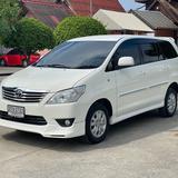 "Toyota Innova 2.0G ออฟชั่น ทีวี จอกลาง กล้องถอยหลังและเซ็นเซอร์ มาให้พร้อมใช้งานเลยครับ"" การเชื่อมต่อ Bluetooth"