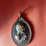 เหรียญรูปไข่หันข้างครึ่งองค์รุ่นแรก เนื้อนวโลหะ พระครูนิวาตธรรมโกศล(หลวงพ่อแนม กตปุญโญ) วัดเขาหน่อ