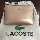 ขออนุญาตเปิดขาย กระเป๋าสะพาย LACOSTE ทรงเหลี่ยม สีพิ้งค์โกลด์ สภาพสวยใช้งานน้อย