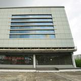 ขาย อาคารพาณิชย์ สำนักงาน ติดถนนร่มเกล้า ปากซอย 54 พื้นที่อาคาร 1200 ตรม. 128 ตร.วา ทำเลสุดยอด เหมาะทำเป็นออฟฟิศสำนักงาน