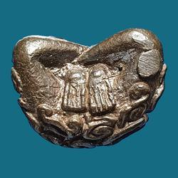 พระปิดตาอุตตโมยันต์ยุ่ง หลวงปู่ทิม วัดละหารไร่ เนื้อนวโลหะ ปี ๒๕๑๘ ตอกโค้ต นะ รูปเล็กที่ 5