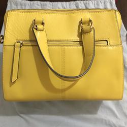 ขออนุญาตเปิด กระเป๋าถือและสะพาย Catch Kidston รุ่น The Henshall Leather Bag สีเหลืองสดใส รุ่นนี้วัสดุหนังแท้  รูปเล็กที่ 2