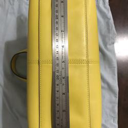 ขออนุญาตเปิด กระเป๋าถือและสะพาย Catch Kidston รุ่น The Henshall Leather Bag สีเหลืองสดใส รุ่นนี้วัสดุหนังแท้  รูปเล็กที่ 6