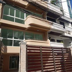 ขายด่วน ทาวน์โฮม ตกแต่งใหม่พร้อมลิฟท์ สุขุมวิท ใกล้ BTS ทองหล่อ For Sale Newly renovated Town home with Lift Sukhumvit รูปเล็กที่ 5