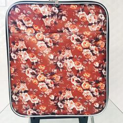 กระเป๋าเดินทางแบบผ้า ลายดอกไม้พื้นน้ำตาล ขนาด 16 นิ้ว รูปเล็กที่ 1