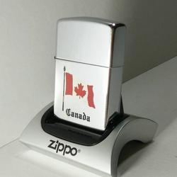 ZIPPO Canada Flag Brushed Chrome Lighter รูปเล็กที่ 1