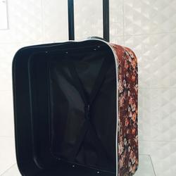 กระเป๋าเดินทางแบบผ้า ลายดอกไม้พื้นน้ำตาล ขนาด 16 นิ้ว รูปเล็กที่ 6