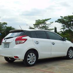 ฟรีดาวน์ ออกรถ 0 บาท TOYOTA YARIS ปี 2013 รุ่นท็อปสุด 1.2 GE-CO อีโค่คาร์ สีขาว ไม่เคยชน ราคาถูก พร้อมใช้ ปุ่มสตาร์ท รูปเล็กที่ 4
