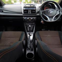 ฟรีดาวน์ ออกรถ 0 บาท TOYOTA YARIS ปี 2013 รุ่นท็อปสุด 1.2 GE-CO อีโค่คาร์ สีขาว ไม่เคยชน ราคาถูก พร้อมใช้ ปุ่มสตาร์ท รูปเล็กที่ 6