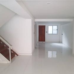 ขายด่วน ทาวน์โฮม ตกแต่งใหม่พร้อมลิฟท์ สุขุมวิท ใกล้ BTS ทองหล่อ For Sale Newly renovated Town home with Lift Sukhumvit รูปเล็กที่ 3