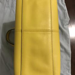 ขออนุญาตเปิด กระเป๋าถือและสะพาย Catch Kidston รุ่น The Henshall Leather Bag สีเหลืองสดใส รุ่นนี้วัสดุหนังแท้  รูปเล็กที่ 1