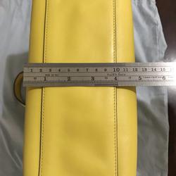 ขออนุญาตเปิด กระเป๋าถือและสะพาย Catch Kidston รุ่น The Henshall Leather Bag สีเหลืองสดใส รุ่นนี้วัสดุหนังแท้  รูปเล็กที่ 5