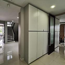 67285 - ขายบ้านเดี่ยว 2 ชั้น เดอะ ลิฟวิ่ง 2 ถนนบ้านกล้วย-ไทรน้อย ต่อเติมทั้งหลัง ตกแต่งสวยมาก พร้อมอยู่ รูปเล็กที่ 2