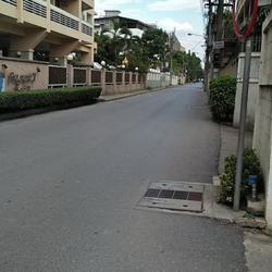 RENT luxury Condominium  Sukhumvit 39-49 Very good location  รูปเล็กที่ 1