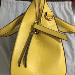ขออนุญาตเปิด กระเป๋าถือและสะพาย Catch Kidston รุ่น The Henshall Leather Bag สีเหลืองสดใส รุ่นนี้วัสดุหนังแท้  รูปเล็กที่ 3
