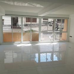 ขายด่วน ทาวน์โฮม ตกแต่งใหม่พร้อมลิฟท์ สุขุมวิท ใกล้ BTS ทองหล่อ For Sale Newly renovated Town home with Lift Sukhumvit รูปเล็กที่ 4